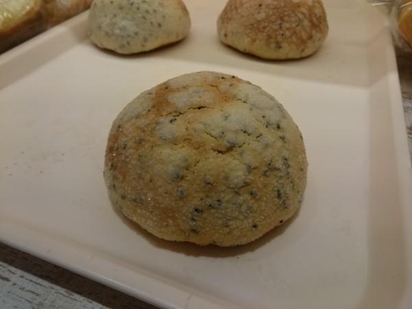 ゴマメロンパン
